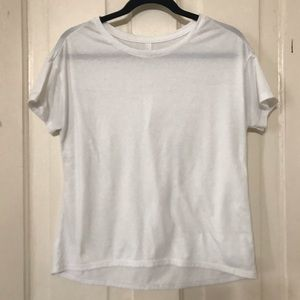 ATHLETA WHITE SHORT SLEEVE HIGH/LOW HEM TOP. XS